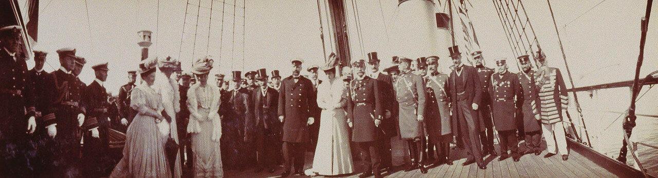 36. Групповое фото членов британских и российских королевских семей