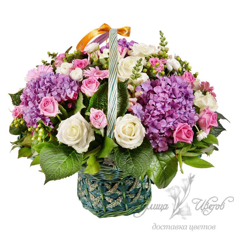 Упаковка корзинки с цветами