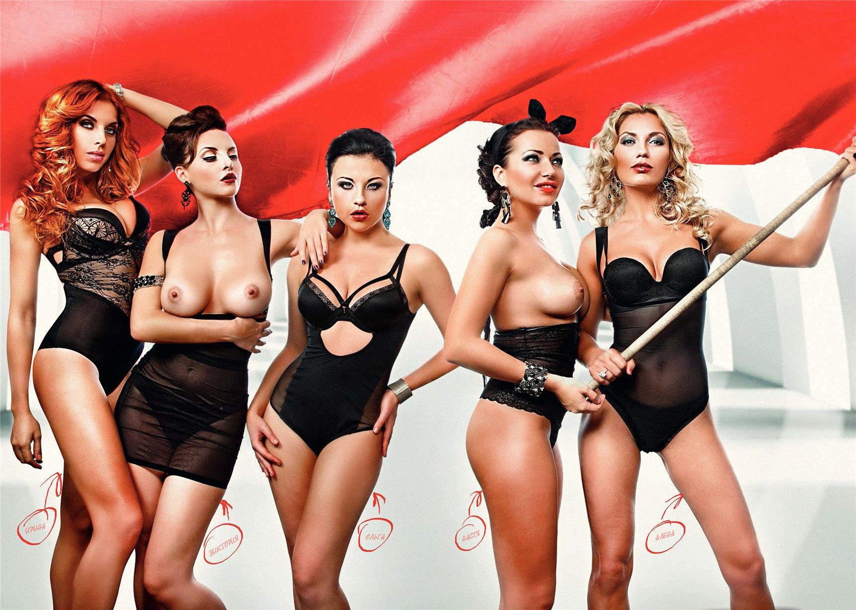 Фотки девушек голых група поювшие тоусы