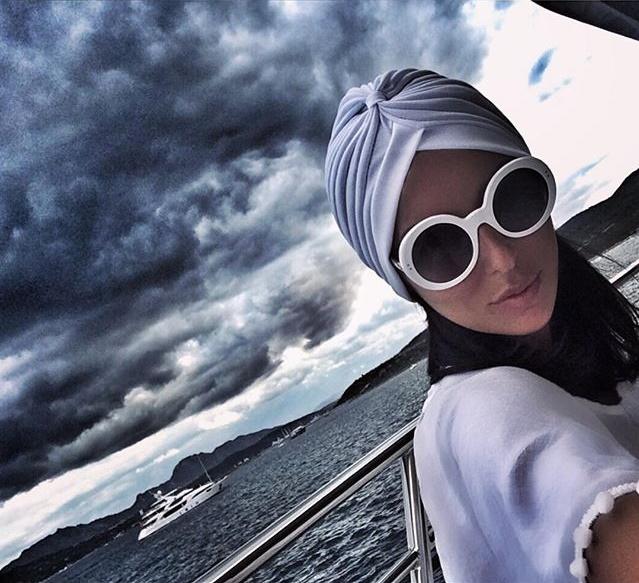Интернет публику пленил роскошный образ Алсу на новых фотографиях