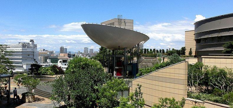 Сады на крыше торгового комплекса Namba-Naka Nichome. Осака. Япония