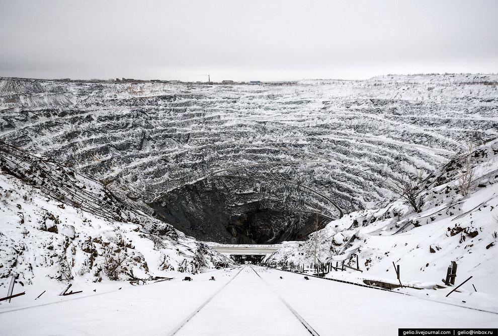 16. Для безопасности на руднике используется дистанционное управление ПДМ (погрузочно-доставочной ма