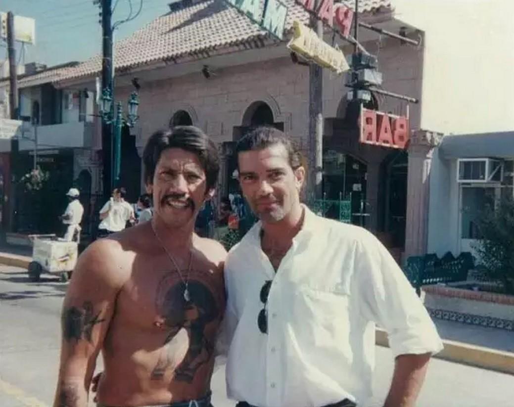 Дэнни Трехо и Антонио Бандерас на съемках фильма «Отчаянный», 1994 год