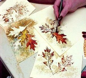 Оформление бумаги акварелью и листьями