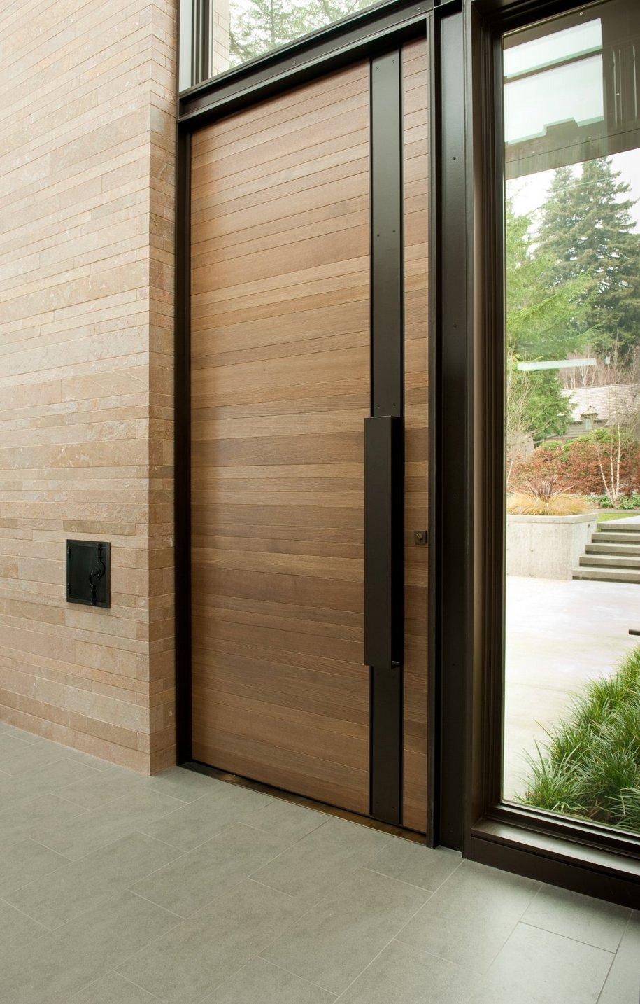 входные двери для загородного дома в современном стиле
