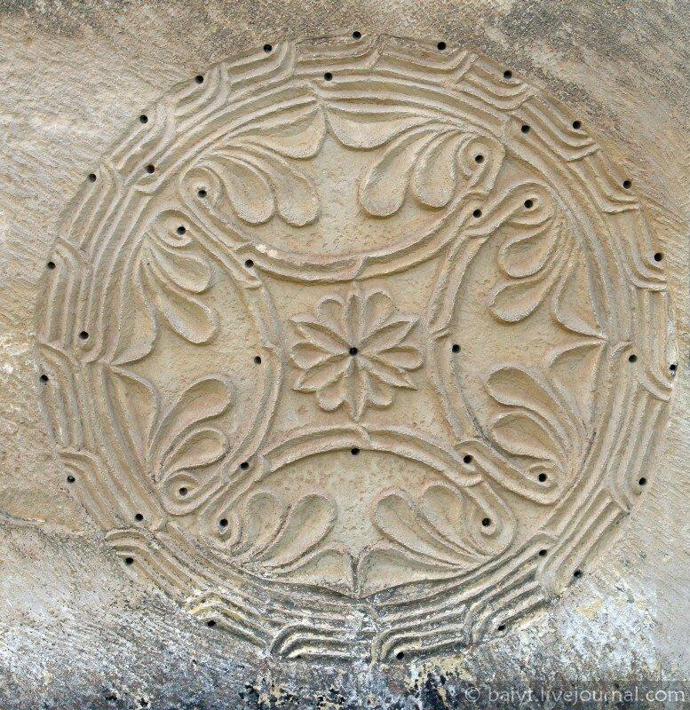 Резьба на стенах церкви Баракони
