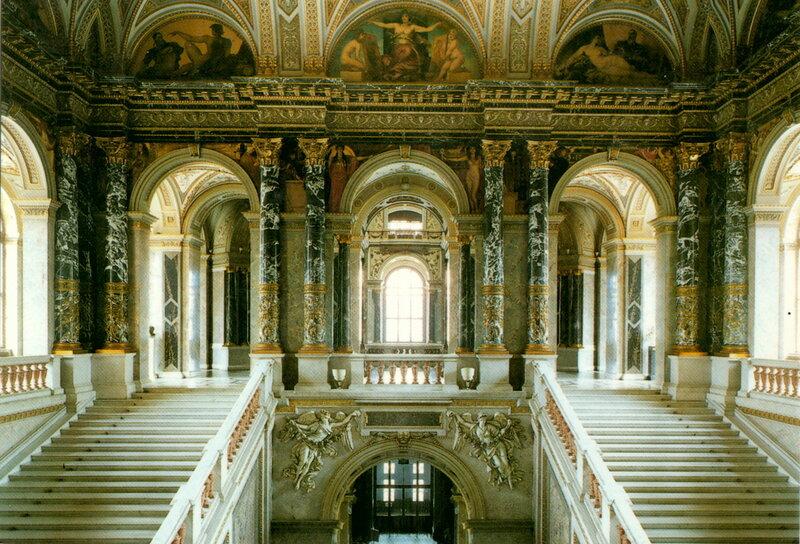 лестница и парадный зал Художественно-исторического музея