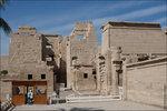 Жертвоприношения Рамсеса перед Амоном-Ра (слева) и перед Птахом (справа)Храм Рамзеса III.Луксор.jpg