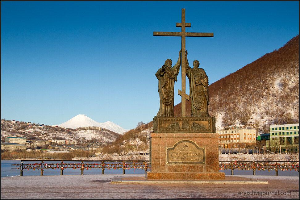 памятник Петру и Павлу, покровителям Петропавловск-Камчатского
