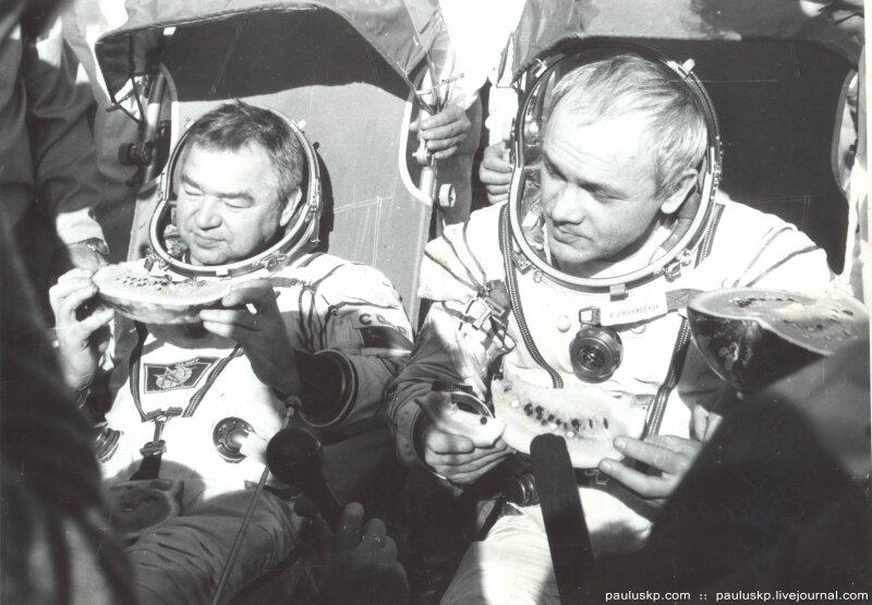 Любительские фотографии советских космонавтов после приземления 0_7215a_b544b329_XL