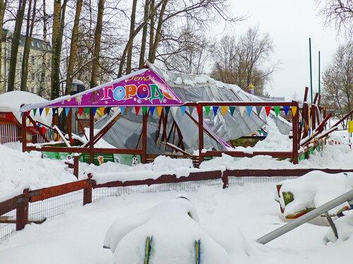В Солнцево обрушилась крыша детского городка