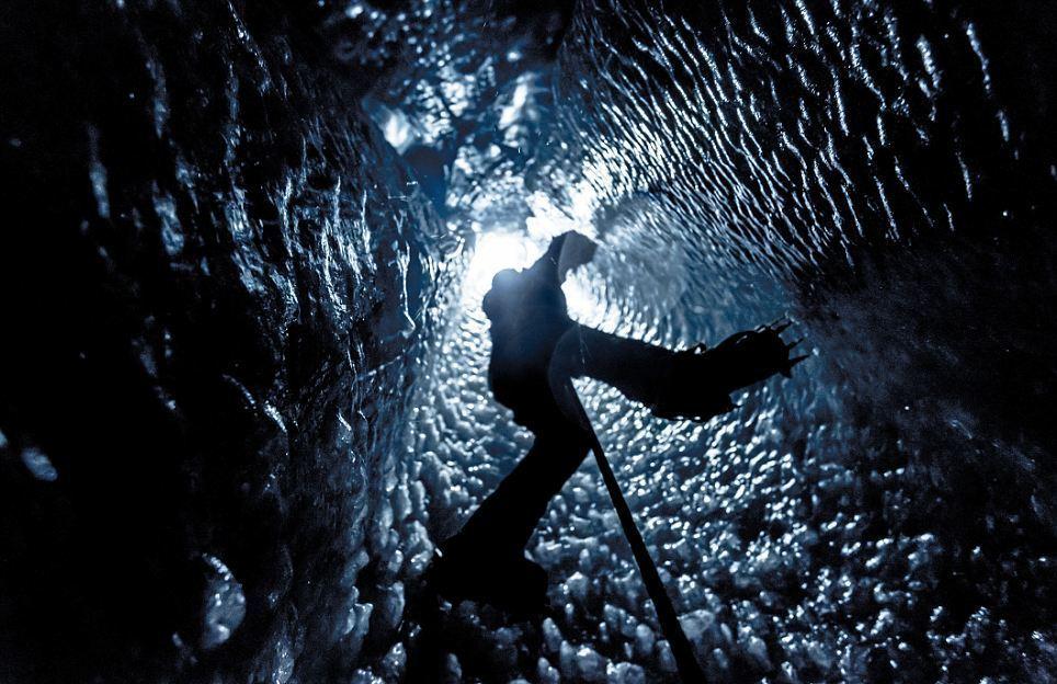 Блоги. Ледяные пещеры французских Альп. Alexandre, участвовал, восхождениях, тоннелей, зависал, самое, Опускавшийся, некоторых, захватывающие, снимки, делал, участках, пещерам, страховке, ледяным, своими, друзьями, Buisse, Фотограф, здравст