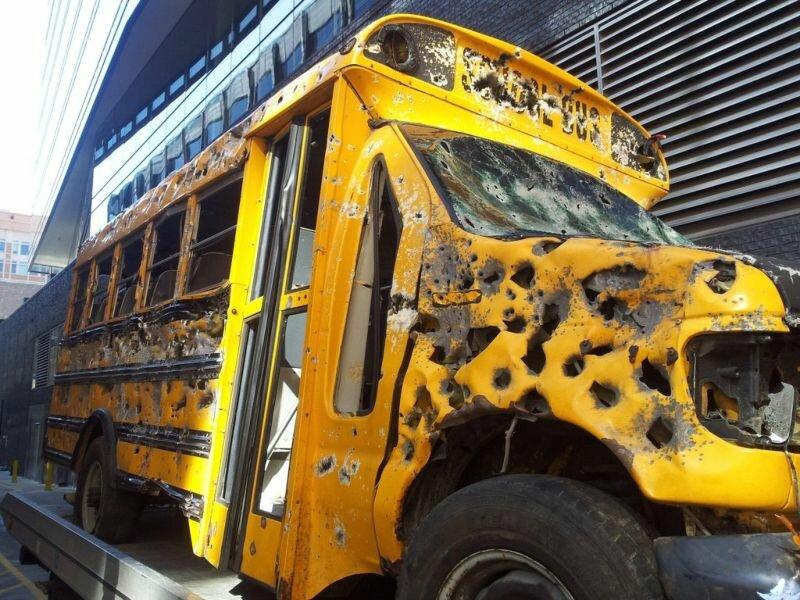 Американцы стреляют в школьные автобусы