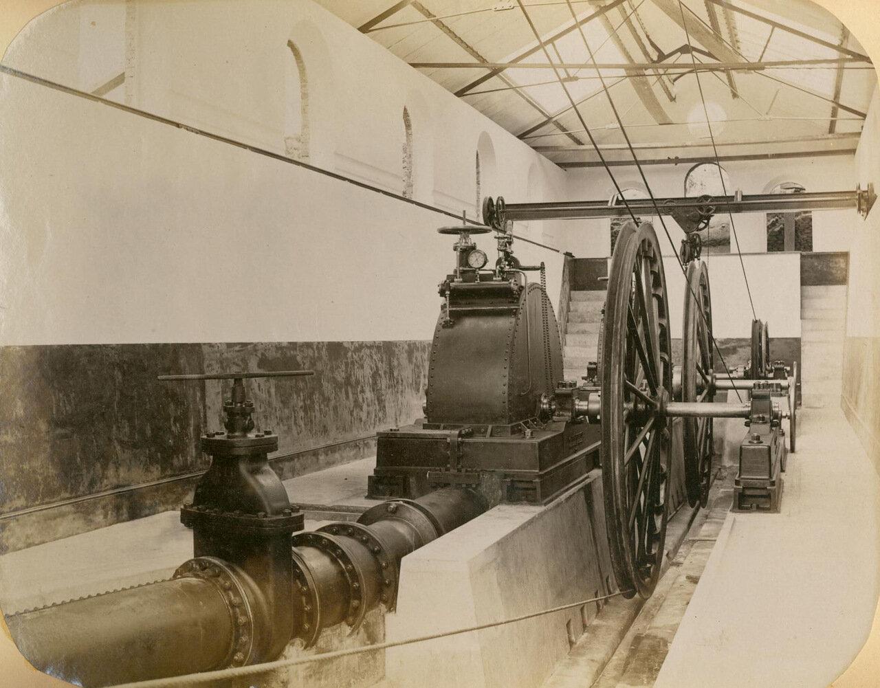 Двигатель системы канатной дороги получает электропитание по проводам, июль 1894 года