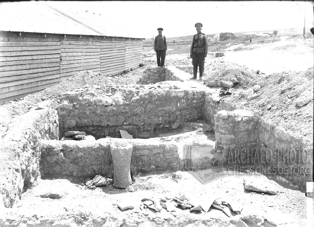 Маячный полуостров. Раскопки в местности т.н. Страбонова Херсонеса. 1912 год