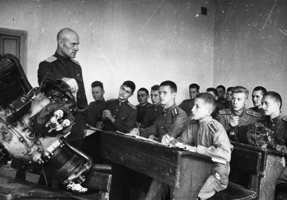 1945.09. Урок по теории полета в Киевской летной спецшколе