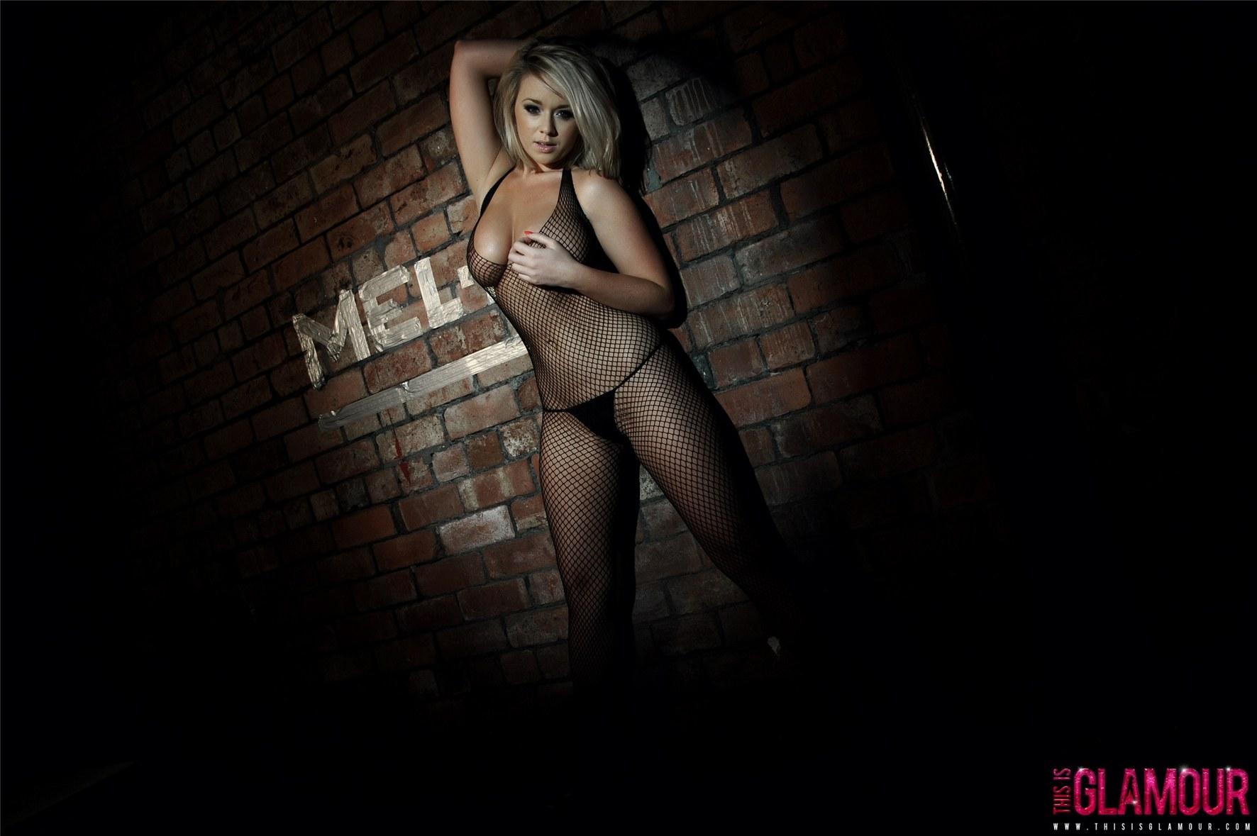 Melissa Debling / голая Мелисса Диблинг поймана рыбацкой сетью