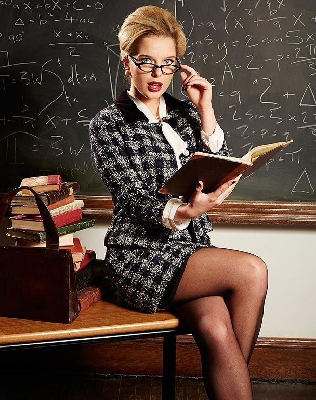 Старая училка учит секса школьников на уроке фото 656-764