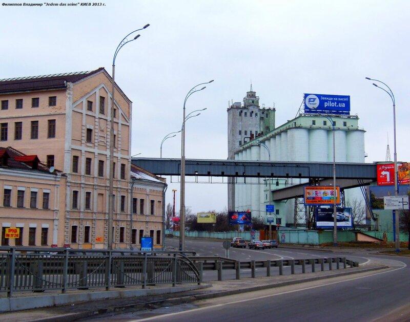 Улица Набережно-Крещатицкая.