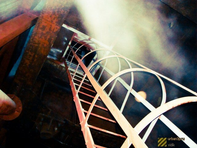 Лестница ведет в челябинское подземелье (09.04.2013)