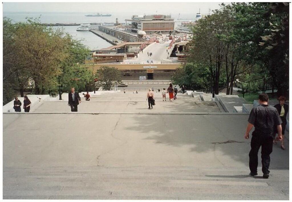 0_7749b_91fc9021_XXL Архивные снимки: Японский турист запечатлел Одессу 1996-го года