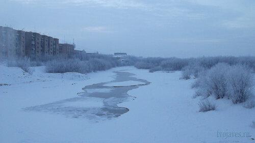 Фото города Инта №2489  Вид на реку по западную сторону моста ТЭЦ 06.01.2013_13:45