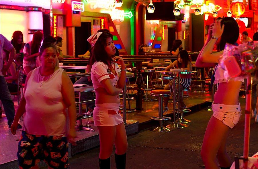 Бангкок улица красных фонарей порно онлайн, фото девки по очереди сосут хуй