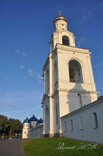 Cвято-Юрьев монастырь, Надвратная колокольня.