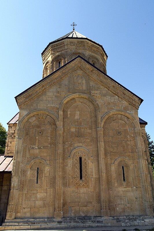 Церковь Никорцминда в Раче. Восточная стена с резьбой