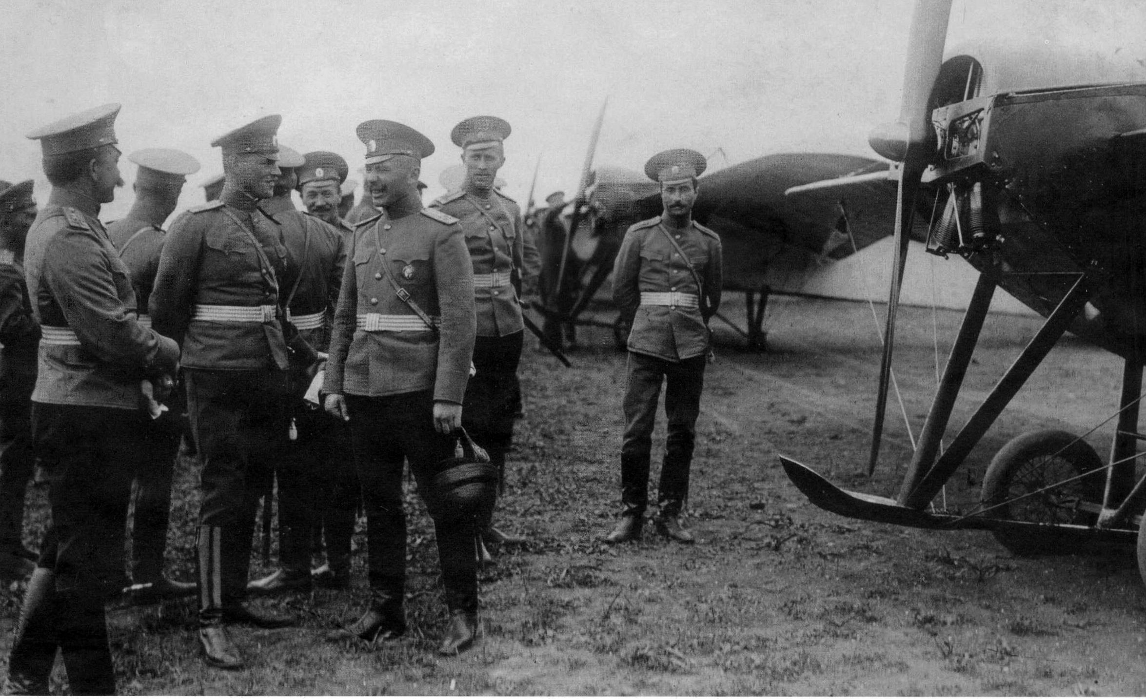 Группа выпускников Качи. Весна 1913 года.png