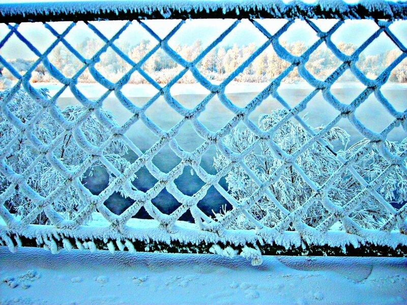 Снег кружит над миром белым......