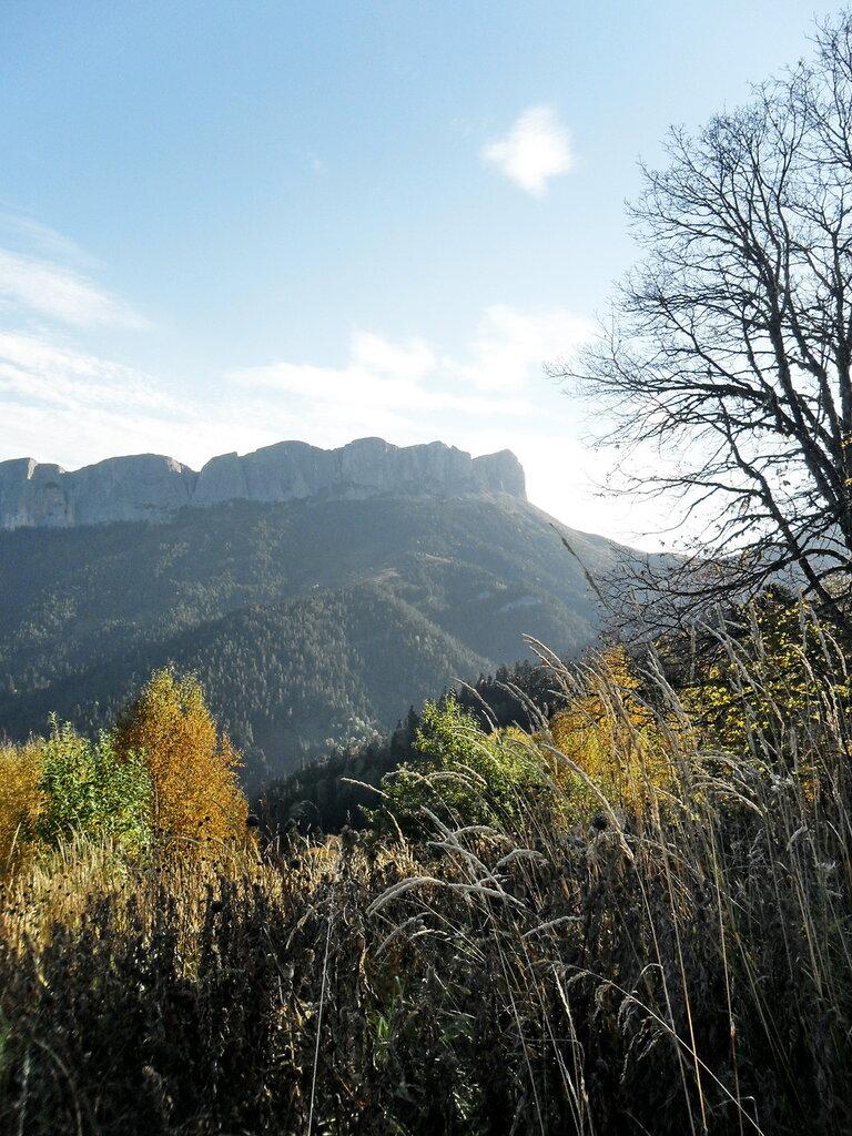 В день прекрасный сентября, на горной тропе