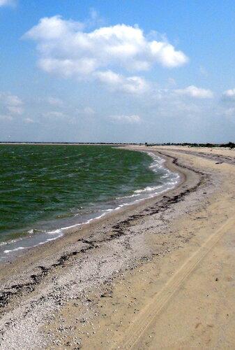 Август, в яхтенном походе, стоянка на Азовском берегу