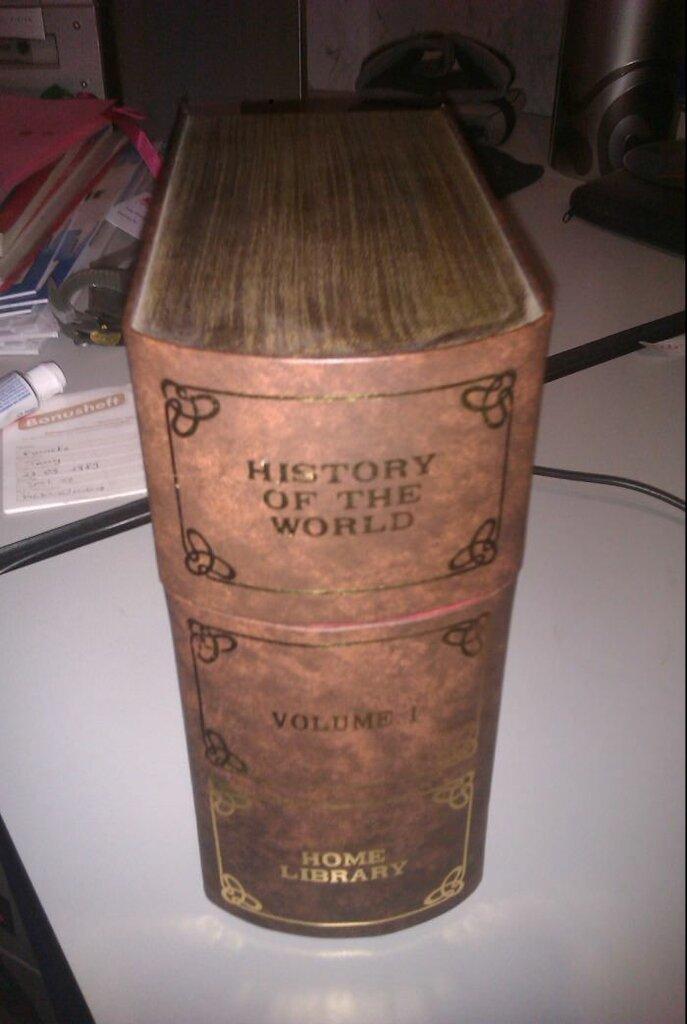Сынок нашел в родительской библиотеке первый том