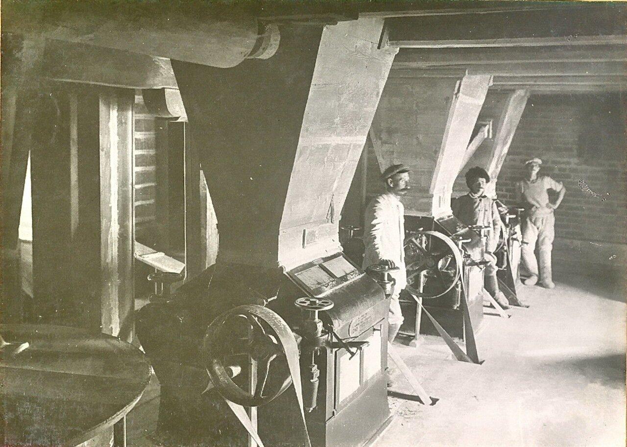 Вальцевые станки вальцево-механической мельницы купца Каримова. Пржевальск.1914
