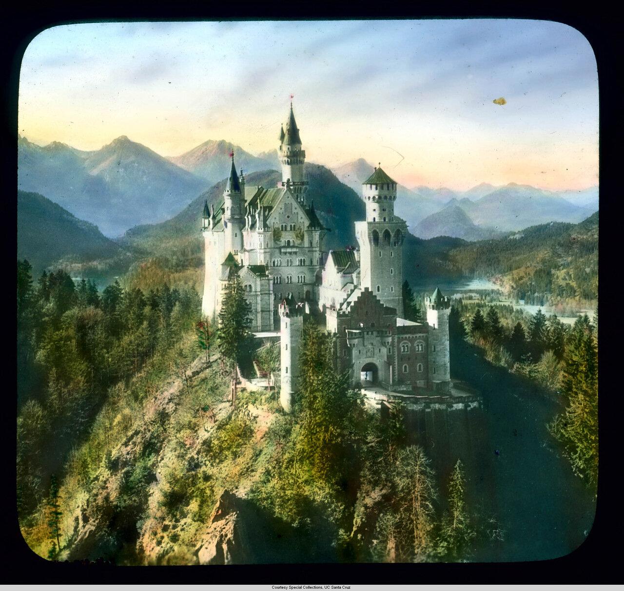 Бавария. Дворец Нойшванштайн. Вид с воздуха