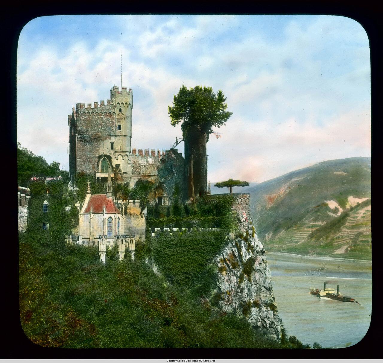 Рейнская долина.  Крепость Райнштайн над Рейном.