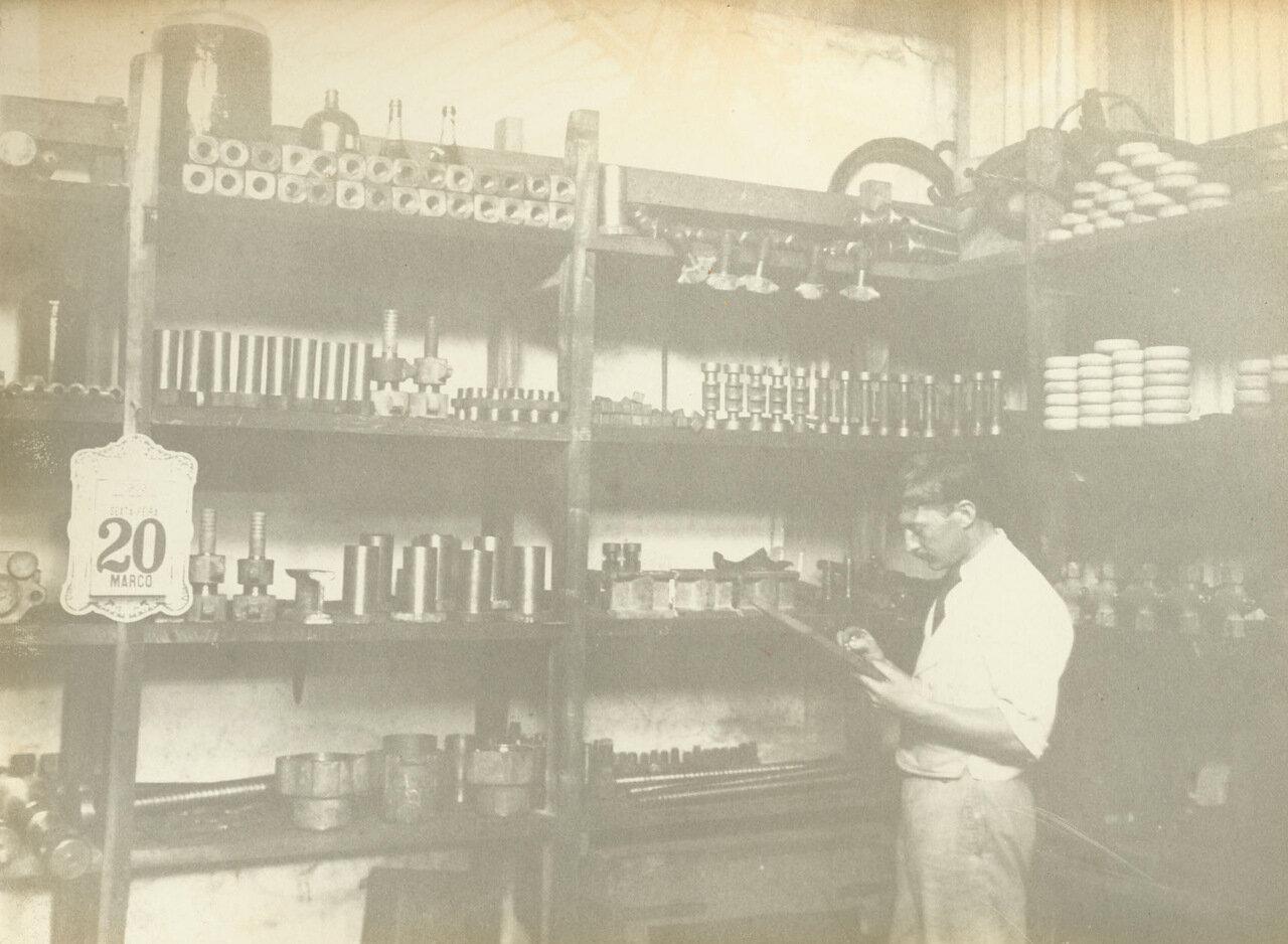 На складе можно найти сверло на любой случай, ок. 1893 года