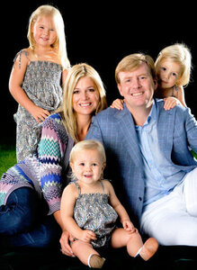 Королева Нидерландов отрекается от престола в пользу сына
