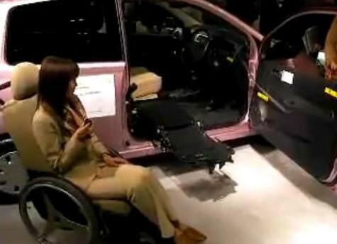 автоматический погрузчик для колясочников в авто 1
