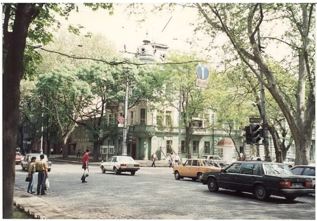 0_77495_e147a5b8_XXL Архивные снимки: Японский турист запечатлел Одессу 1996-го года