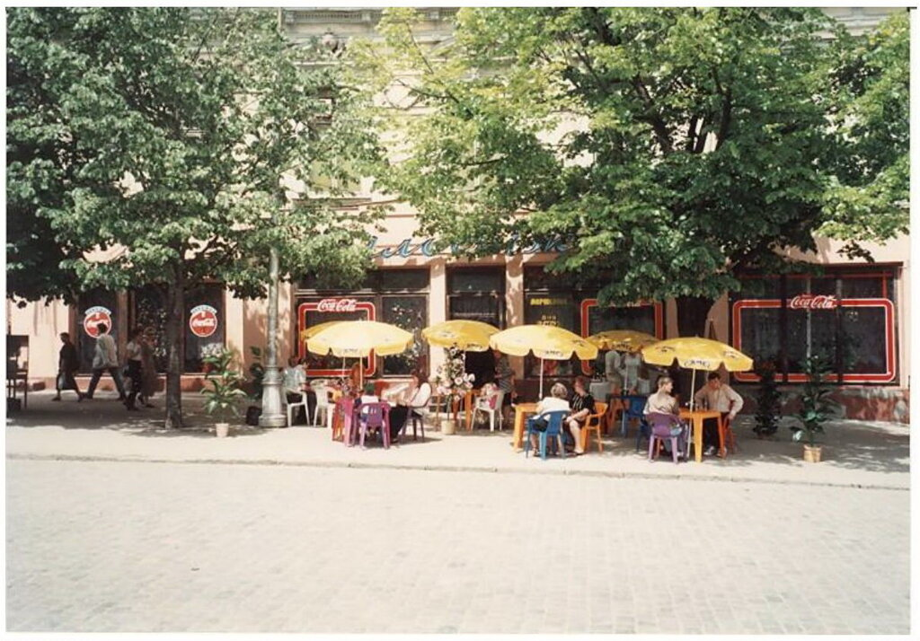 0_7749d_5f72c416_XXL Архивные снимки: Японский турист запечатлел Одессу 1996-го года