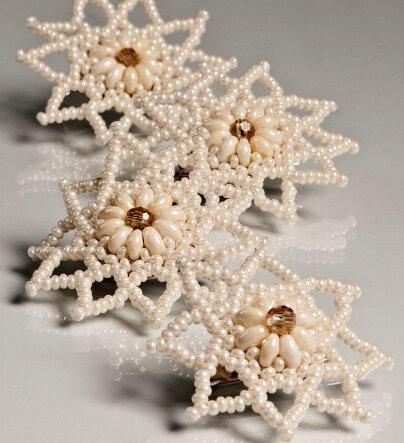 Книга по созданию снежинок из бусин, бисера и стекляруса, авторы Клаудиа Бюрги и Ульрика Хоффманн...