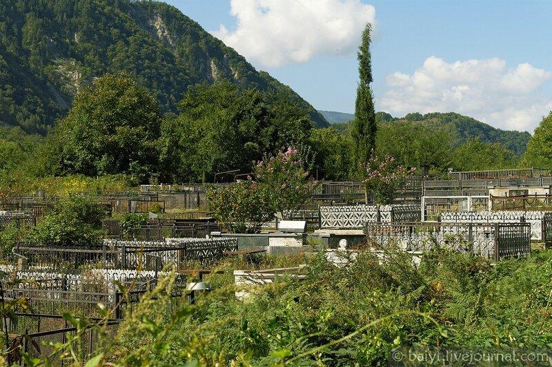 Кладбище возле церкви Баракони