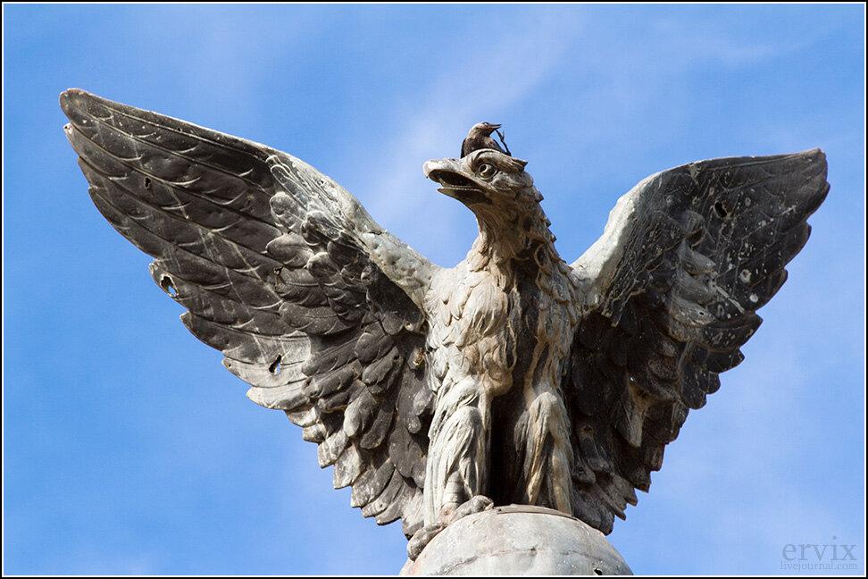 """Из памятников нельзя не отметить стеллу """"Орел"""" в память погибших в русско-японскую войну российских солдат."""