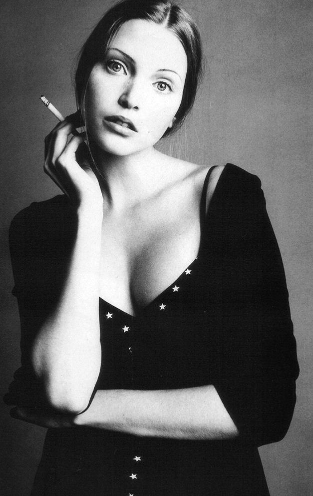 smoking Nadja Auermann / Надя Ауэрманн с сигаретой