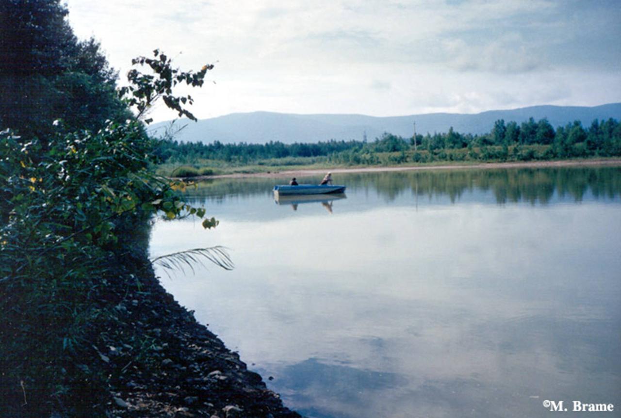 Пересечение реки Амур на лодке