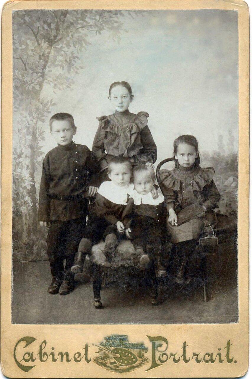Дети семьи Коробейниковых