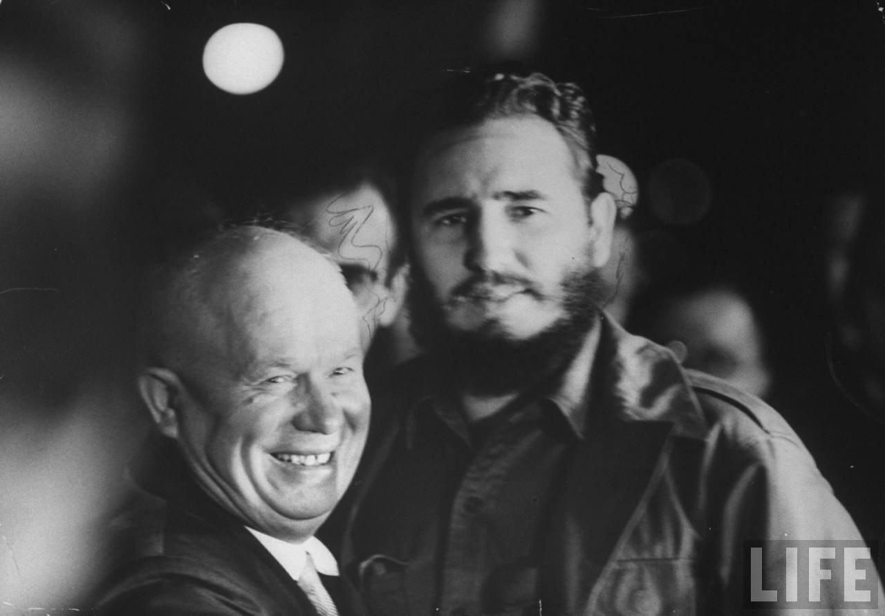 Никита Сергеевич Хрущев  и Фидель Кастро  во время встречи на сессии Генеральной Ассамблеи Организации Объединенных Наций