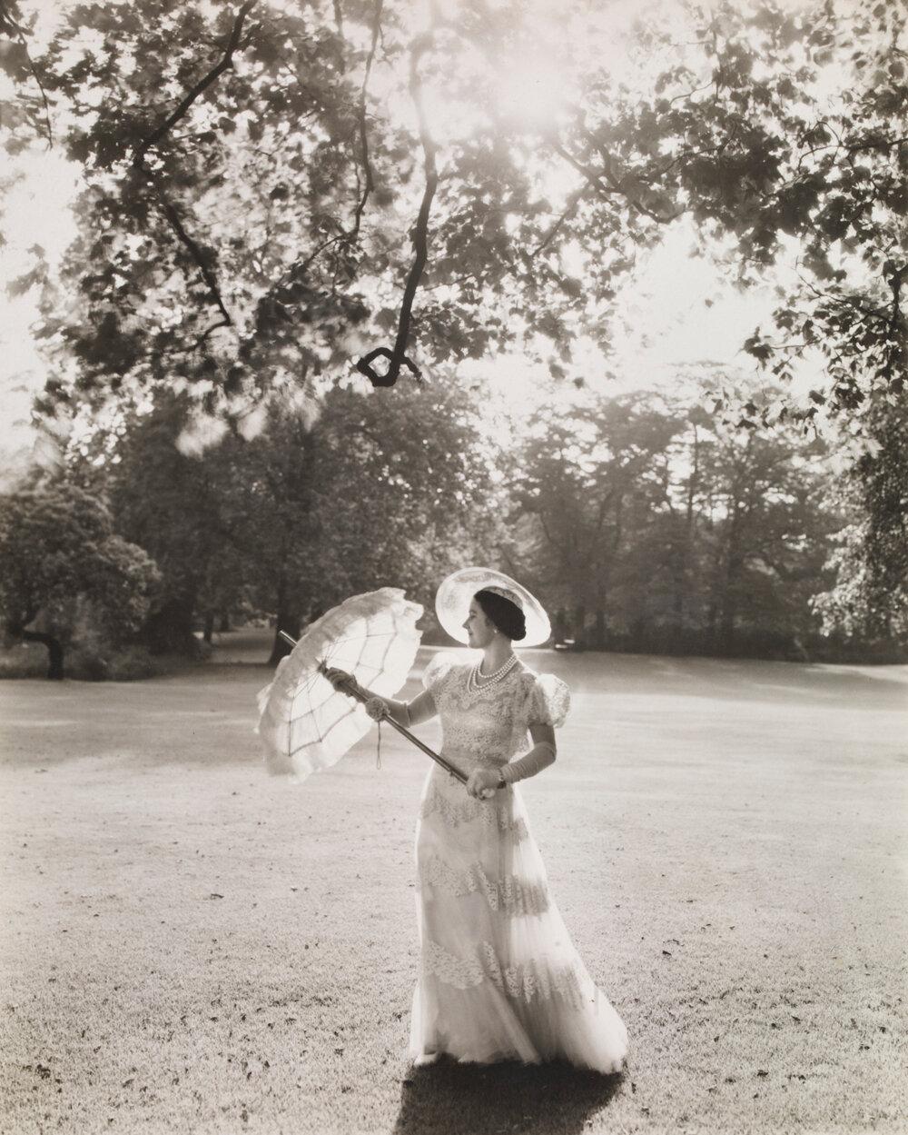 Принцесса  Елизаветы, в саду Букингемского дворца. 1939 г.